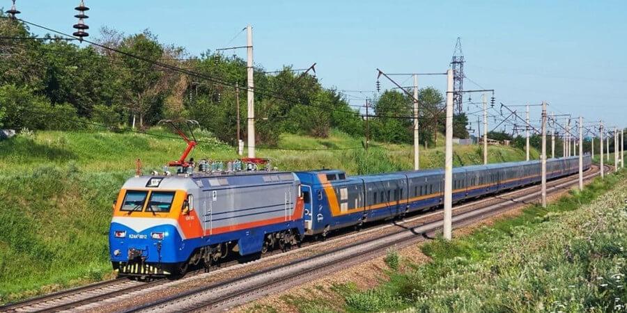 График движения некоторых пассажирских поездов изменен в Казахстане