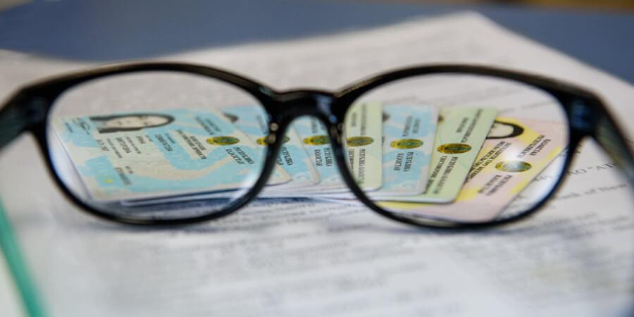 Казахстанским бизнесменам запретят запрашивать удостоверения личности у покупателей