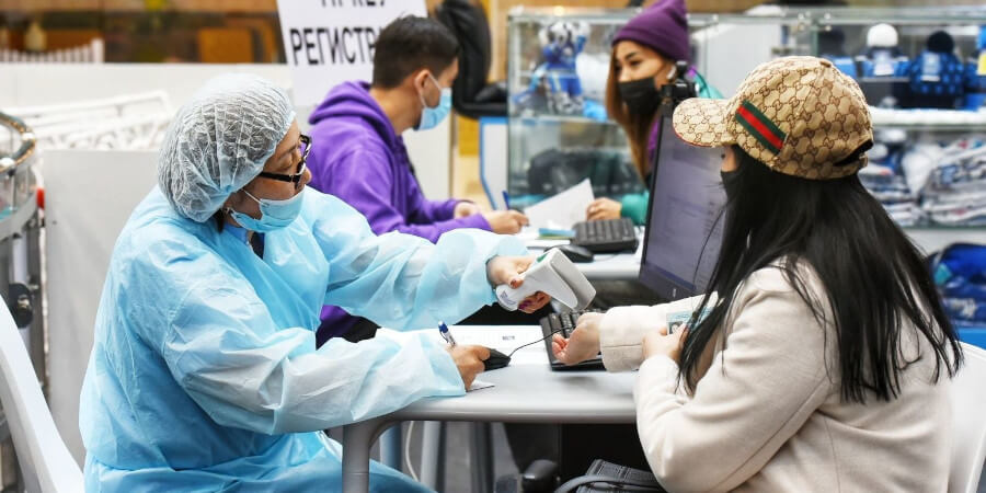 В Алматы представили список 20 ТРЦ и рынков, где открыты прививочные пункты