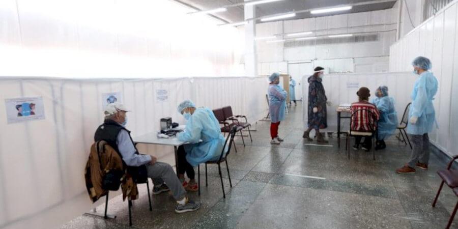 В Алматы развернуто почти 200 прививочных пунктов