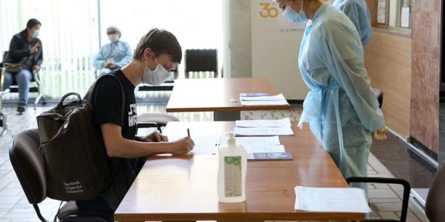 Будут ли казахстанцев отпускать с работы после вакцинации – ответ Минтруда