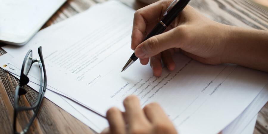 Если в документах ошибки, или как внести изменения в удостоверение личности или свидетельство