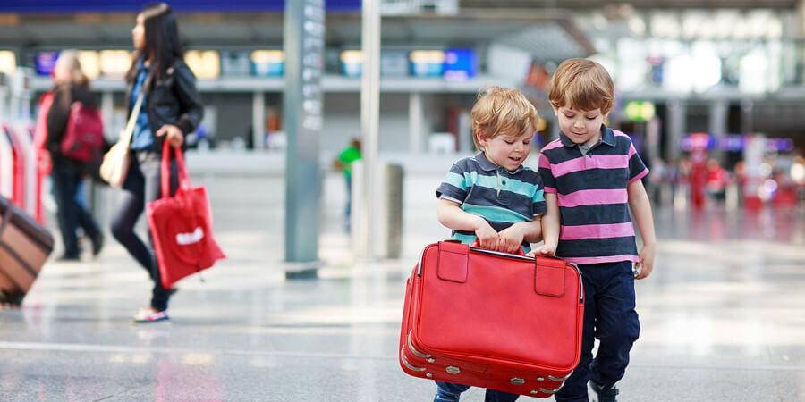 Выезд ребенка в другой город или зарубеж без родителей или с одним родителем