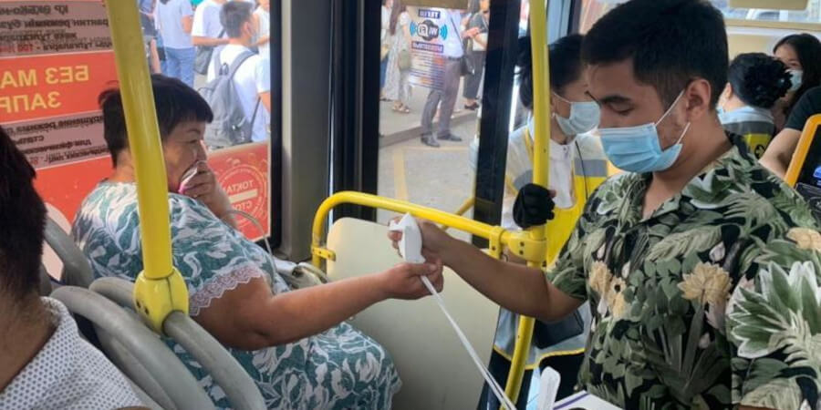 Пассажиров без масок оштрафовали в автобусах Алматы